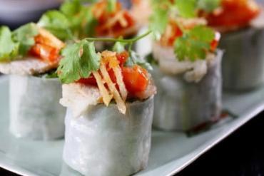 The secret to making delicious sour shrimp rolls is Hue