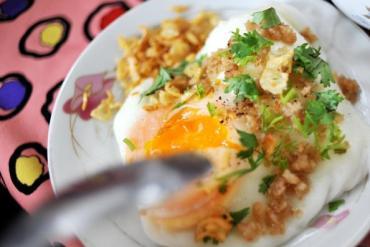 Học lỏm cách làm bánh cuốn trứng Lạng Sơn ngon nức tiếng
