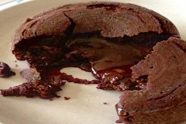 Cách làm bánh lava nhân socola tan chảy ngon ngất ngây