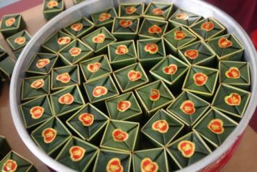 Cách Gói Bánh Phu Thê Bằng Lá Dừa Đúng Kiểu Huế